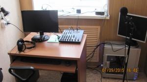 Радио комната, где записываются аудиокниги и обрабатываются аудио и видео файлы